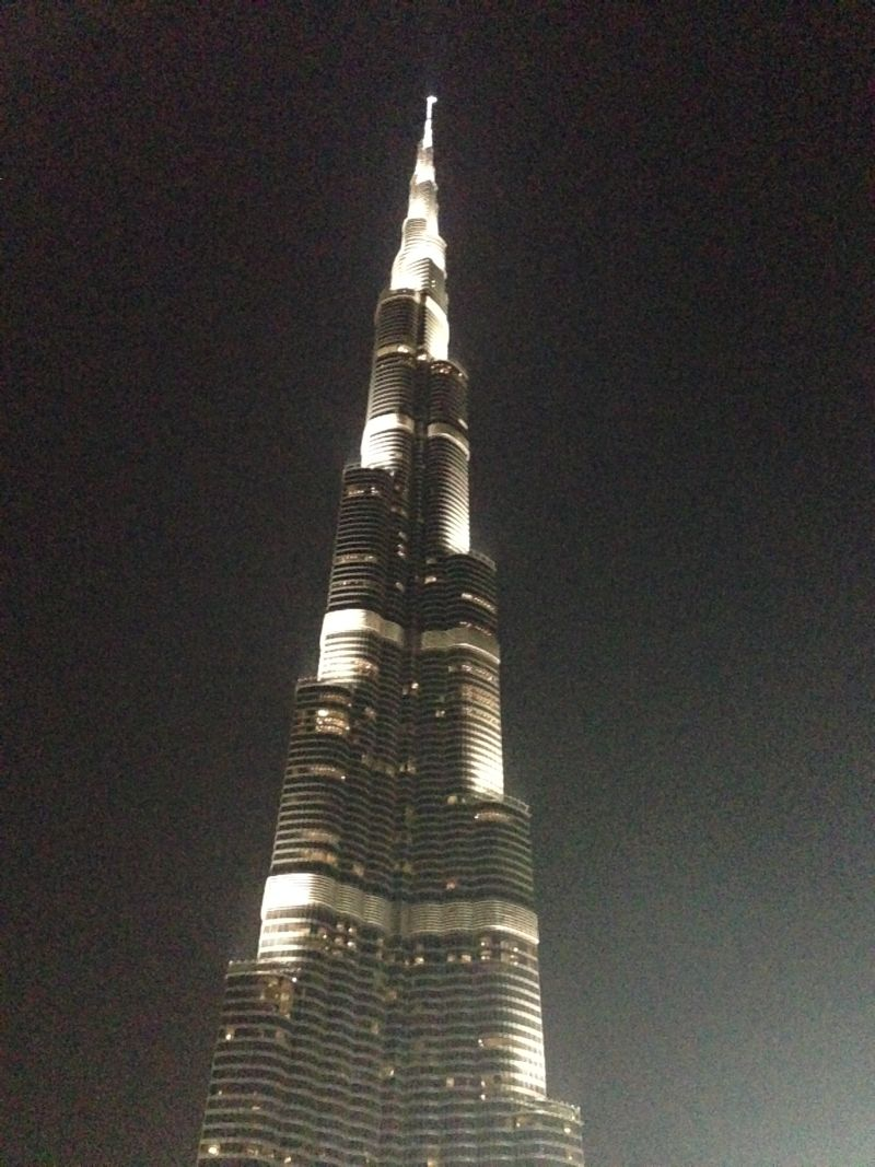 Burj Khalifa, la torre più alta del mondo , circa 850 metri.