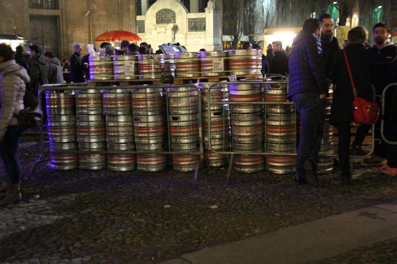 Foto Luigi Boschi: Barili di Birra nel Cortile della Pilotta per la Festa Irlandese