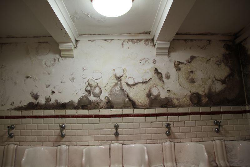 Foto Luigi Boschi: bagni ipogei di Parma a fianco del Teatro Regio