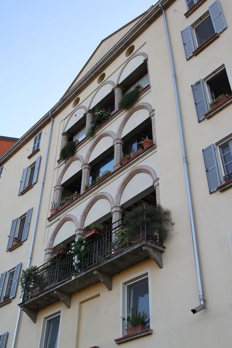 Casa con loggia sull'oltretorrente Parma