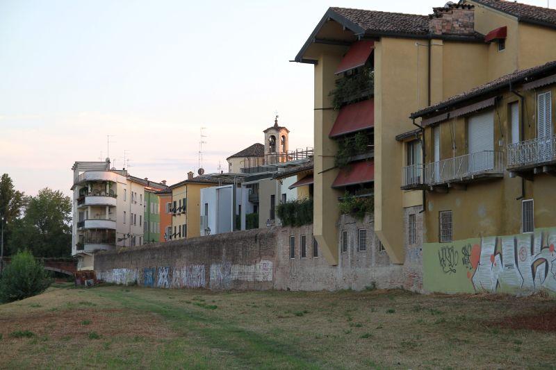 Foto Luigi Boschi: casa Tirelli (progetto G. Canali) sull'Oltretorrente Parma