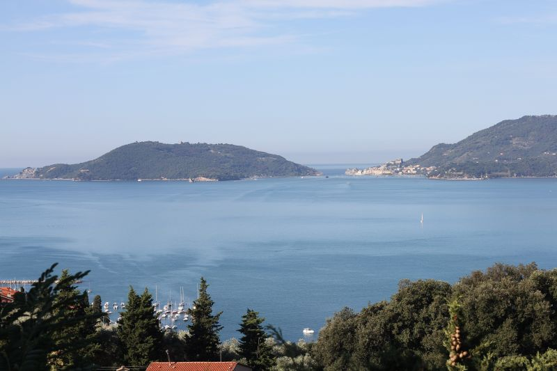 Foto Luigi Boschi: Il mare a Fiascherino con vista Palmaria e Portovenere